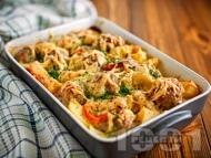 Говежди кюфтенца с картофи, чушки и домати в тава на фурна